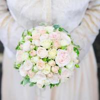 bellissimo bouquet di fiori da sposa foto