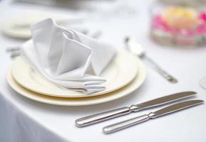 tavolo apparecchiato per una festa evento foto