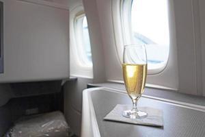 bicchiere rinfrescante di lusso di champagne vintage foto