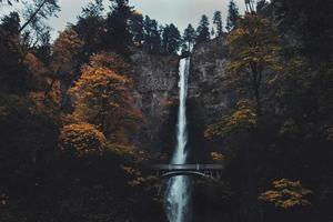 multnomah falls, oregon durante il giorno foto
