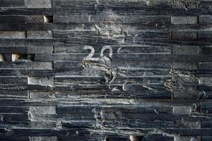 tavola di legno marrone e nero