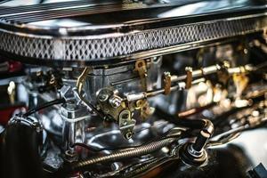 fotografia di messa a fuoco selettiva del motore d'argento