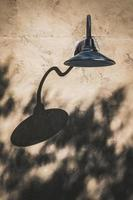 lampada da parete nera foto