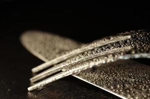posate bagnate moderne artistiche forchetta e coltello