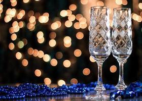paio di bicchieri in cristallo. foto