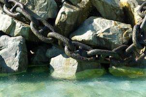 grande catena sulle rocce foto