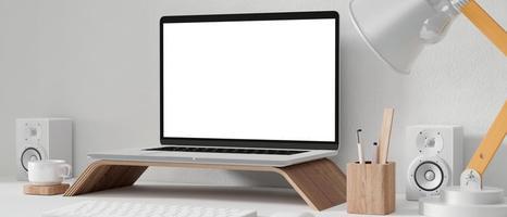 mockup di laptop in ufficio foto