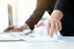 rapporto di analisi dell'uomo d'affari