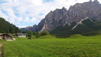 paesaggio di montagna in alto adige foto