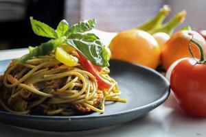 pasta con piatto di verdure