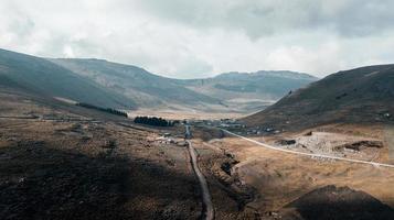 strada in una valle di montagna
