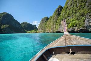 vista della thailandia da una barca dalla coda lunga