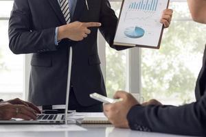 presentazione professionale che dà in una riunione