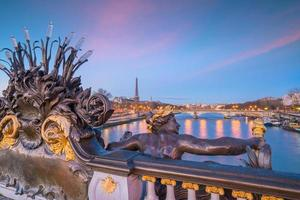 il ponte alessandro iii a parigi, francia
