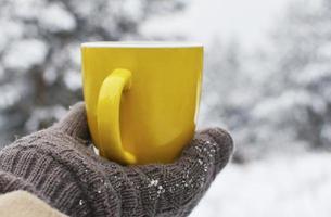 tazza di caffè invernale