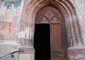 porta della chiesa a Merano foto