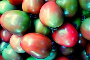 mucchio di pomodori freschi foto
