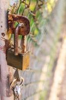 serratura a chiave rustica