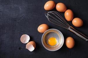 tuorli e proteine dell'uovo in una ciotola