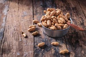 arachidi in una ciotola