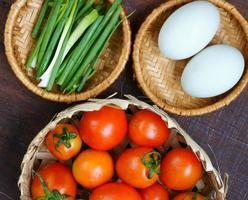 cibo vietnamita, uovo saltato al pomodoro