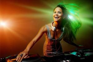 festa in discoteca dj