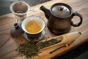 tazza di tè verde e accessori foto