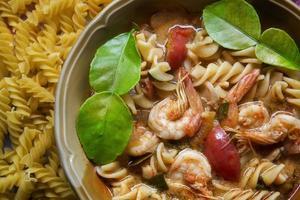 fusilli tom yum kung pasta foto