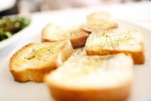 pane a fette sulla piastra