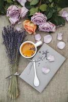lavanda e tazza di tè