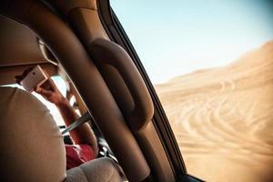 landcruiser nel deserto del safari foto