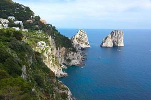 faraglioni, famose rocce giganti, isola di capri
