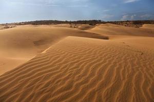 duna di sabbia rossa a mui ne, vietnam foto
