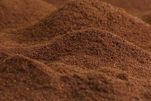 un sacco di caffè che sembrano valli e montagne