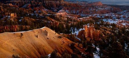 alba estiva nel bryce canyon foto