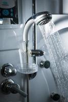 acqua dalla doccia