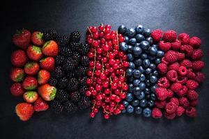 tutti frutti di bosco freschi, di fattoria o bosco