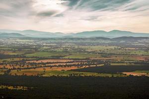 campagna australiana - campi, colline, foreste