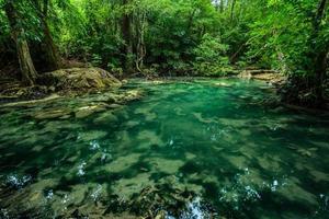cascata di Erawan, parco nazionale di Erawan a Kanchanaburi, Tailandia