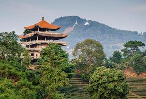 casa cinese sulla montagna