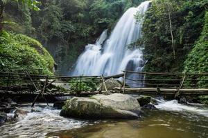bella cascata nel nord della Thailandia