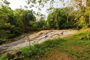 Thailandia cascata naturale foto
