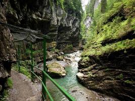 sentiero attraverso breitachklamm, germania foto