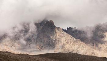 bei paesaggi con le alte montagne della Turchia foto