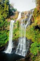 cascata tad yaung, champasak laos foto