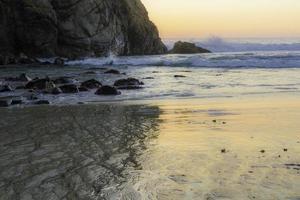 serenità costiera al tramonto foto