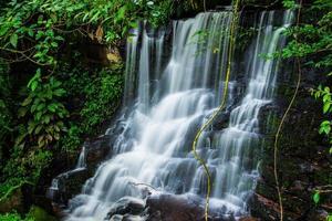 cascata mandaeng thailandia, man daeng foto