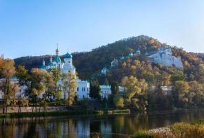 Chiesa sulla roccia di gesso a svjatogors, ucraina foto