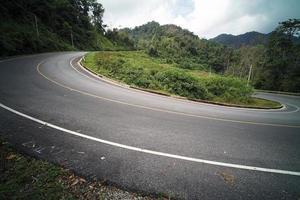 strada di campagna sulla montagna