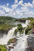molte cascate al parco nazionale di iguazu